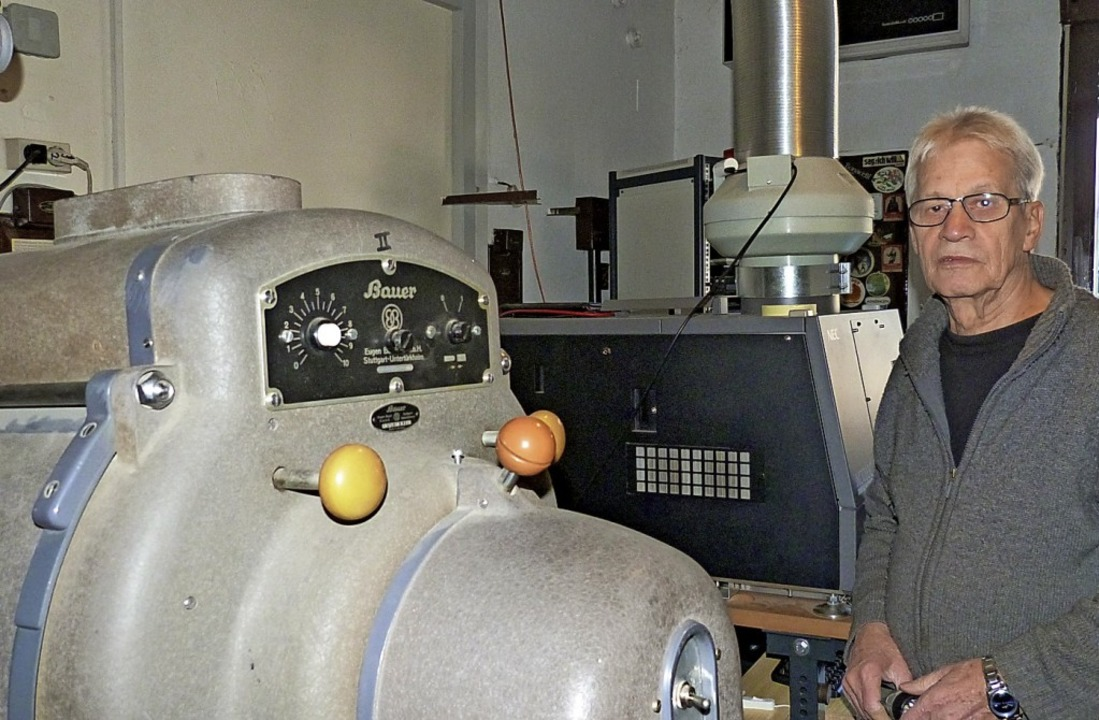 Lothar Kauschwitz neben alter und neuer Technik  | Foto: Julian Burmeister