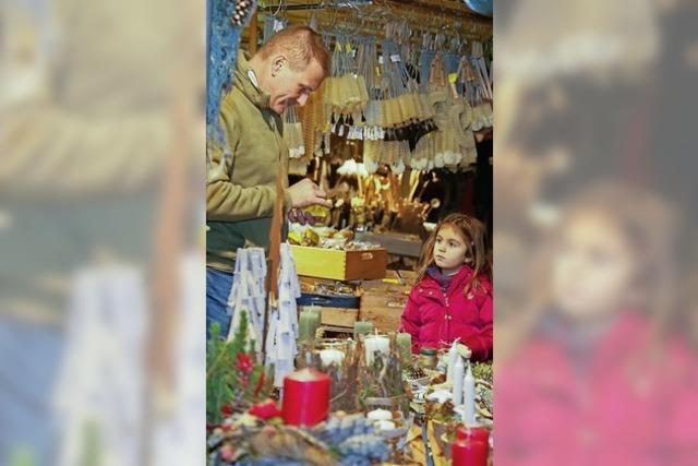 Posaunen begleiten Nikolaus und Weinkönigin