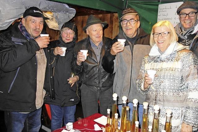 Stilvoller Markt in Tegernau trotzt Regen