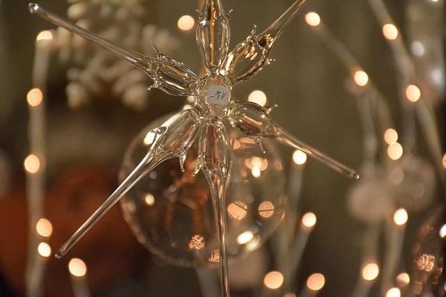 Der Lindenplatz in Altweil erstrahlte zum Weihnachtsmarkt im Lichterglanz