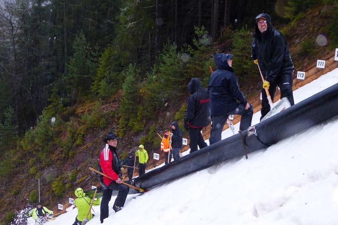 In der Rinne wird überschüssiger Schnee abgeführt.  | Foto: Peter Stellmach