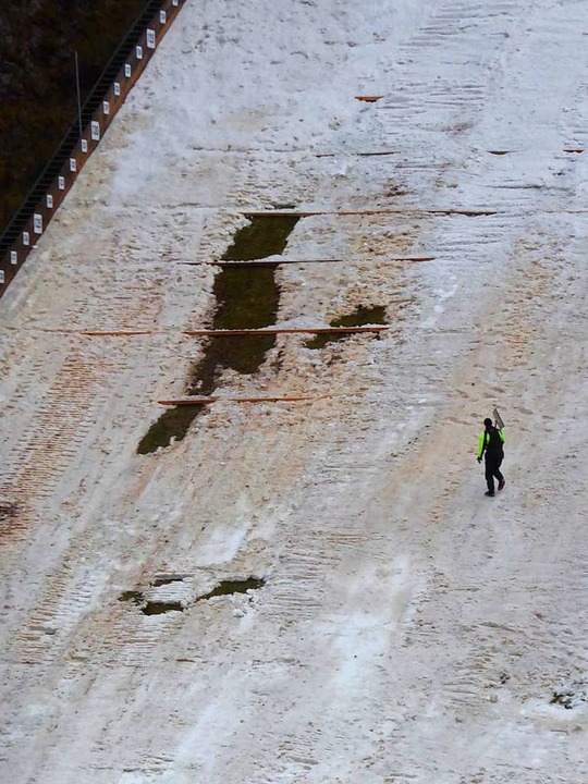 Die letzte Schadstelle im Aufsprunghügel.  | Foto: Peter Stellmach