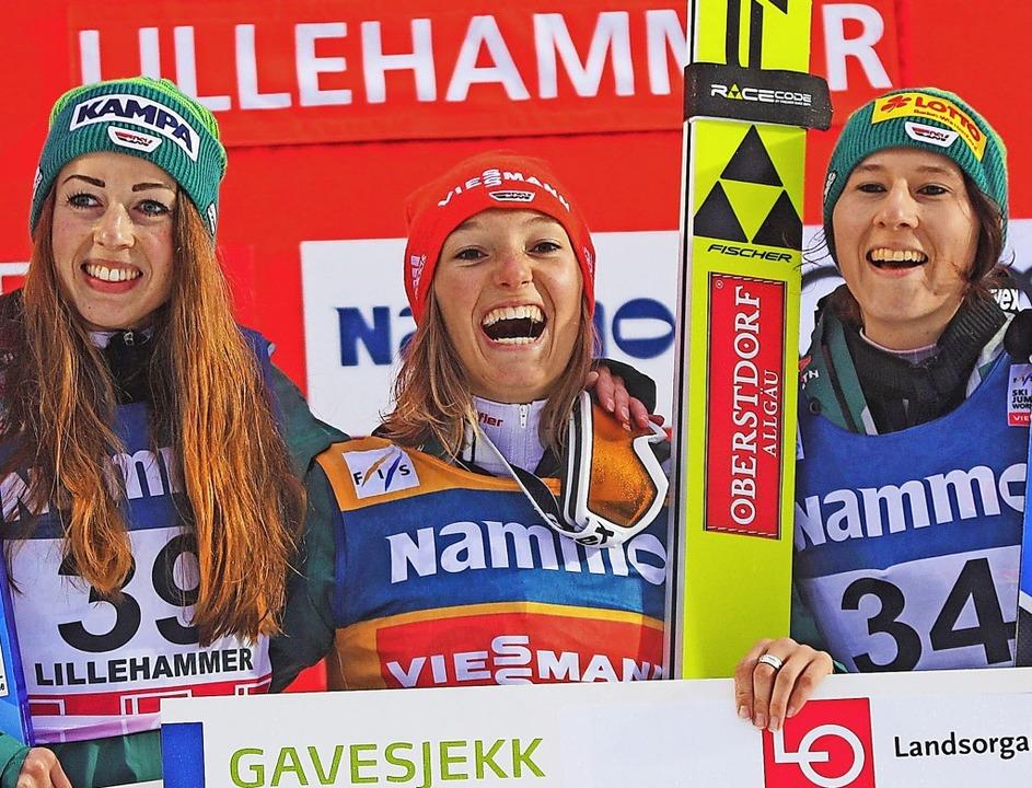Juliane Seyfarth, Katharina Althaus un...ona Straub (von links) in Lillehammer   | Foto: DPA
