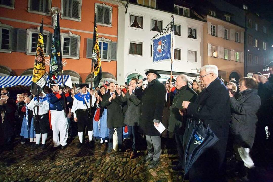 Bürgermeisterwahl am 2. Dezember in En... Marktplatz öffentlich bekanntgegeben.  | Foto: Martin Wendel