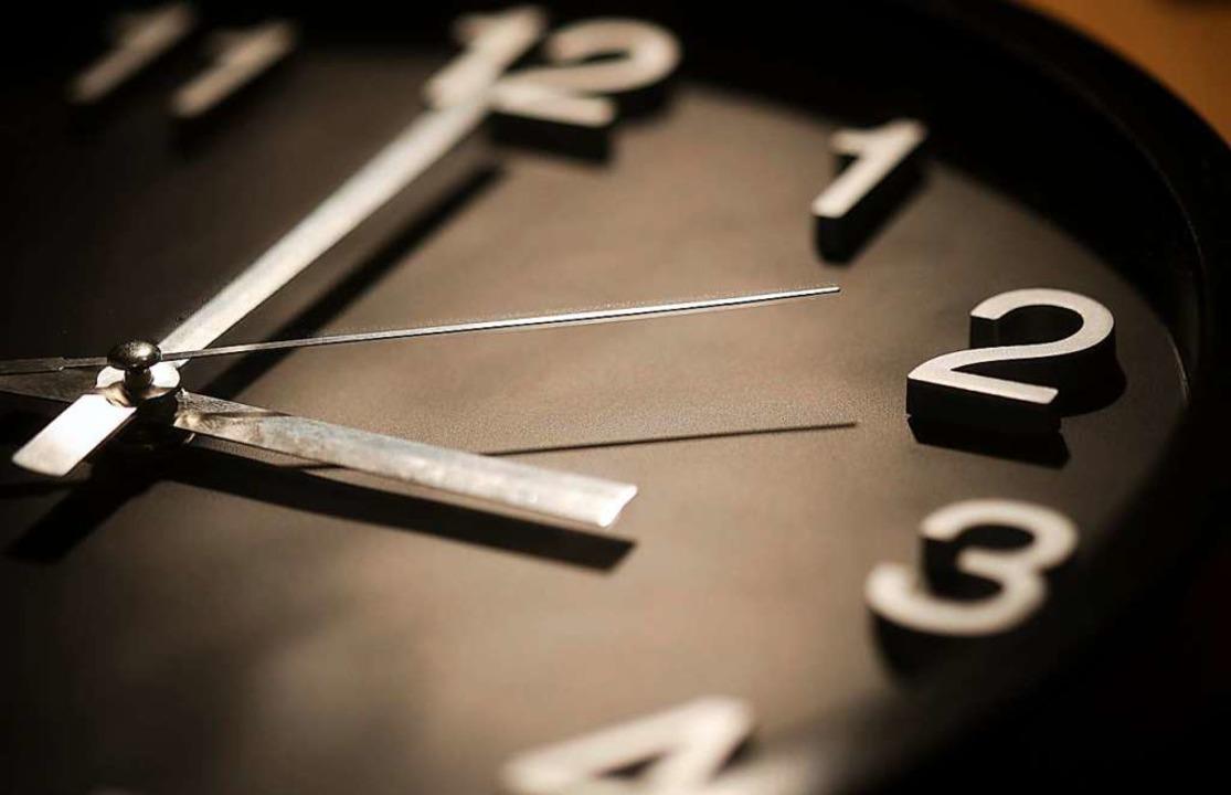 Die Zeitumstellung soll frühestens 2021 in der EU beendet werden.  | Foto: dpa
