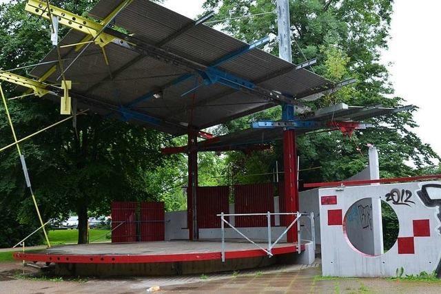 Bühne im Bürgerpark durch Zündelei beschädigt