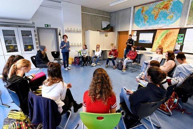 SC Freiburg und Wildwasser sensibilisieren mit SC-Profis für sexuelle Gewalt