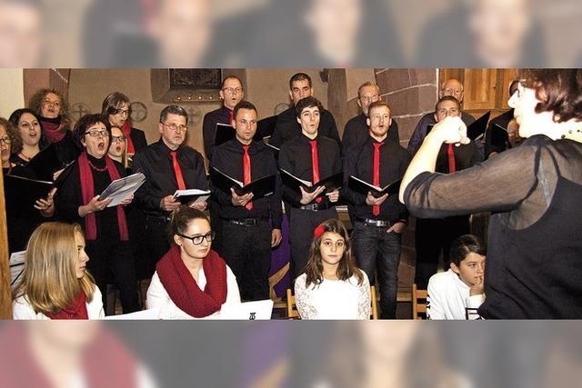 Jung und Alt harmonisch in Gesang und Klang vereint