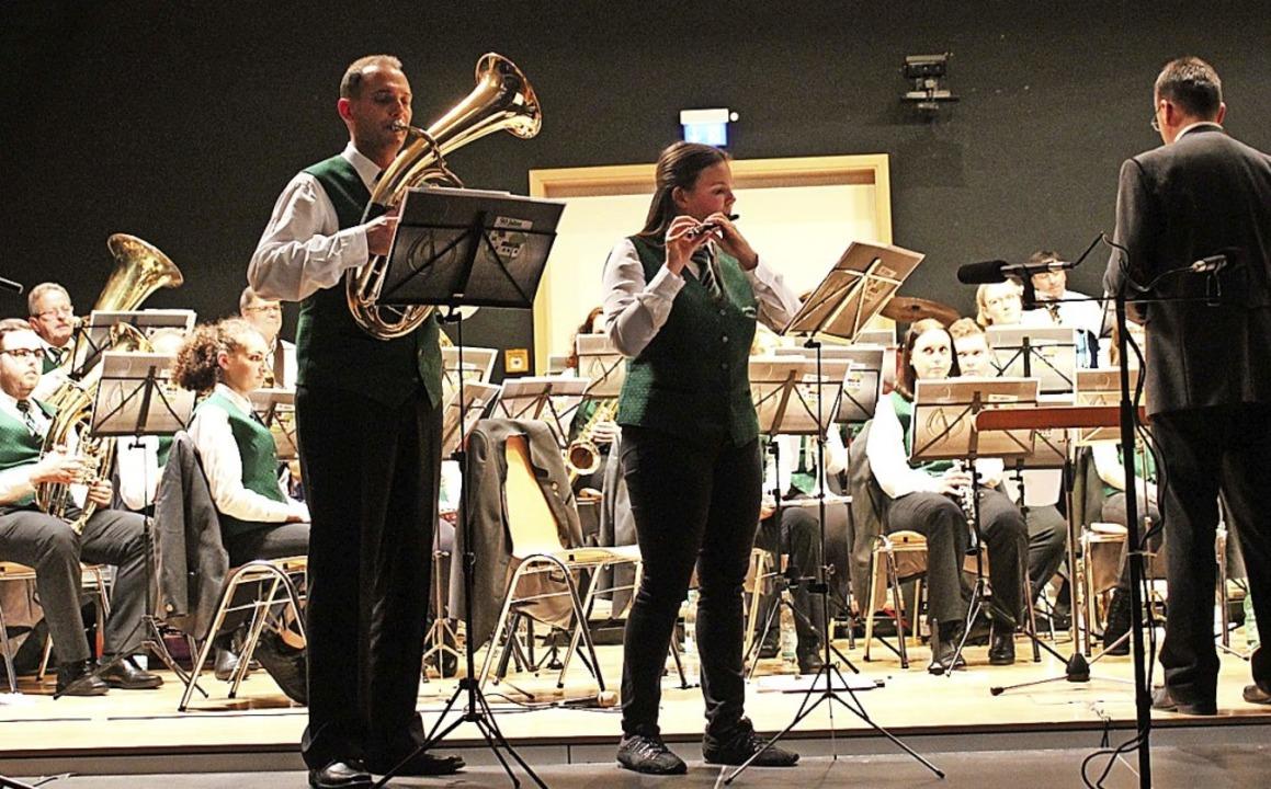 Die Solisten Patrick Wick und Kathrin ...d das Zusammenspiel mit dem Ensemble.   | Foto: Otmar Faller
