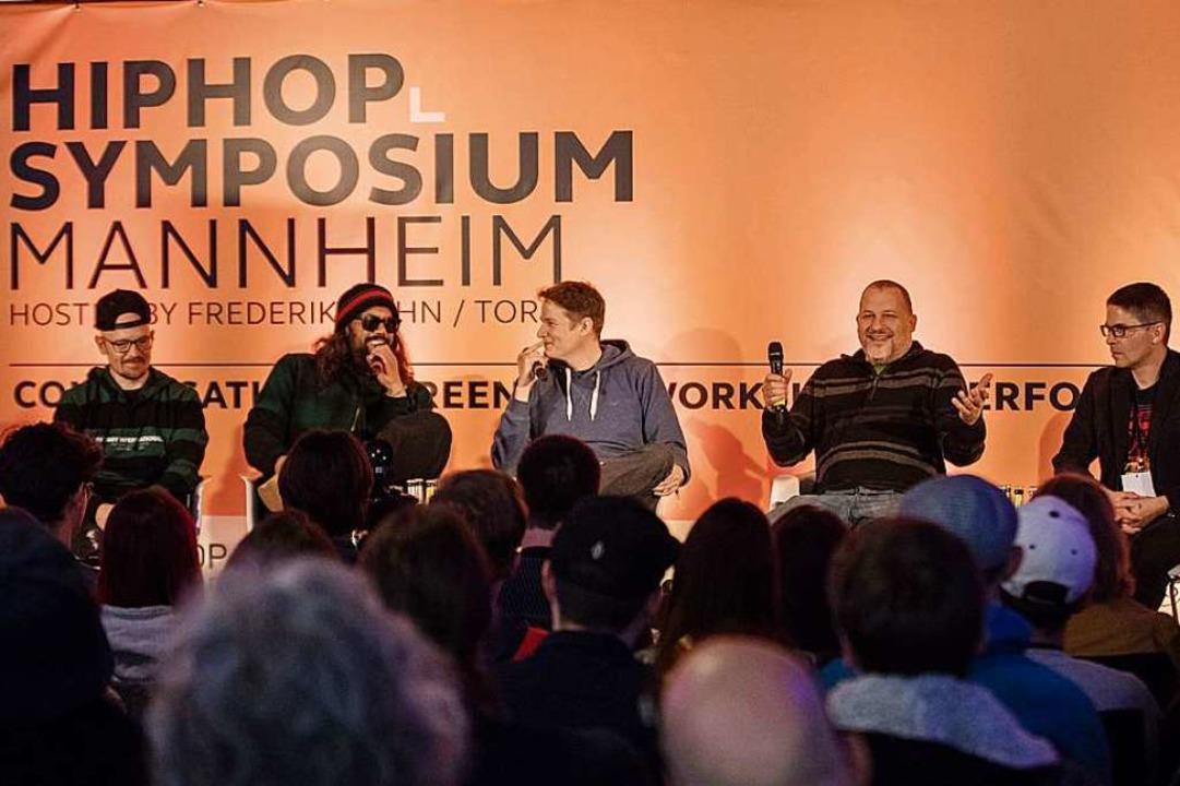 Jan Delay, Samy Deluxe, Moderator Falk....) beim HipHop-Symposium in Mannheim.     Foto: Arthur Bauer