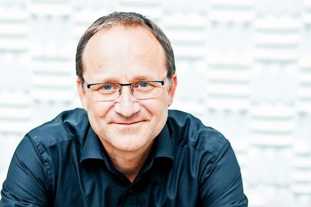 Klangregisseur Michael Acker vom Freiburger SWR-Experimentalstudio arbeitet für eine Uraufführung an der Wiener Staatsoper