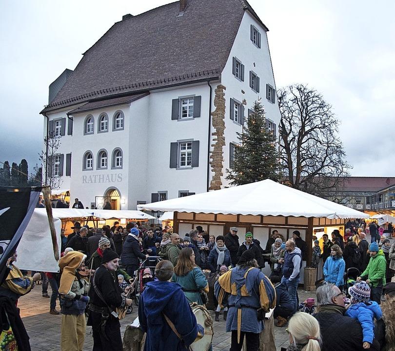 Ein Markt mit viel Atmosphäre vor eind...lisse: die Eschbacher Bauernweihnacht.  | Foto: Volker Münch