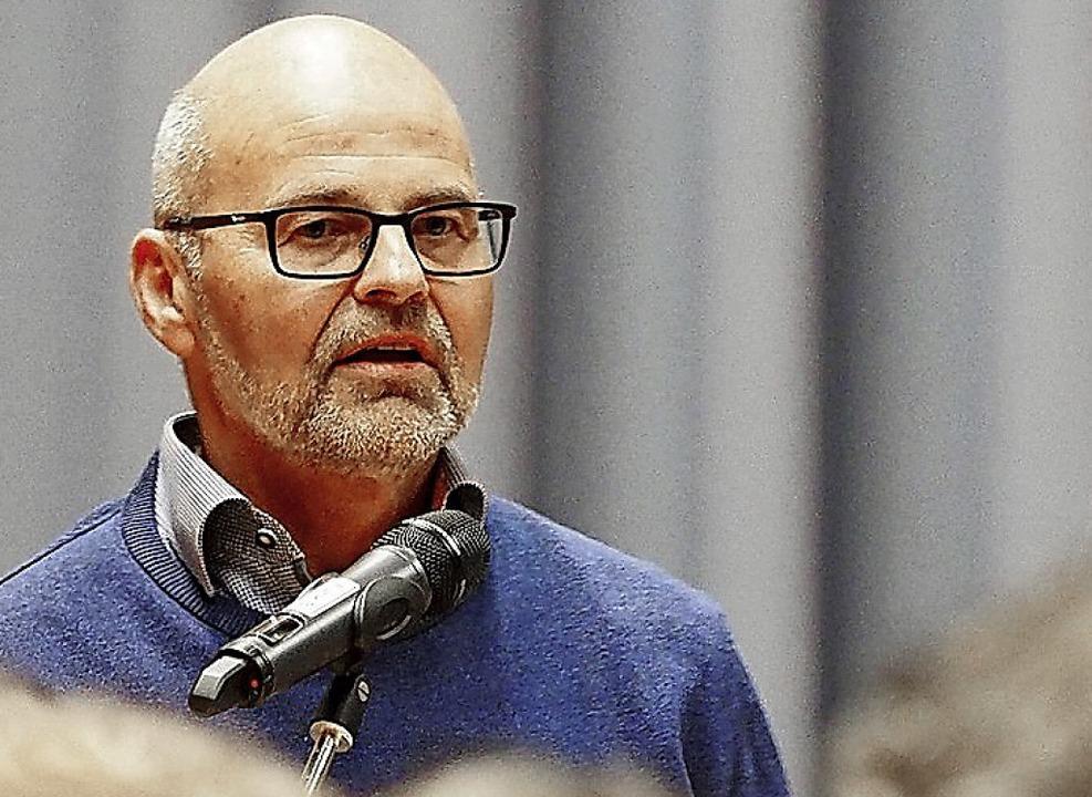 Volker Haselbacher von der HTG spricht für den Tourismus.  | Foto: Susanne Gilg