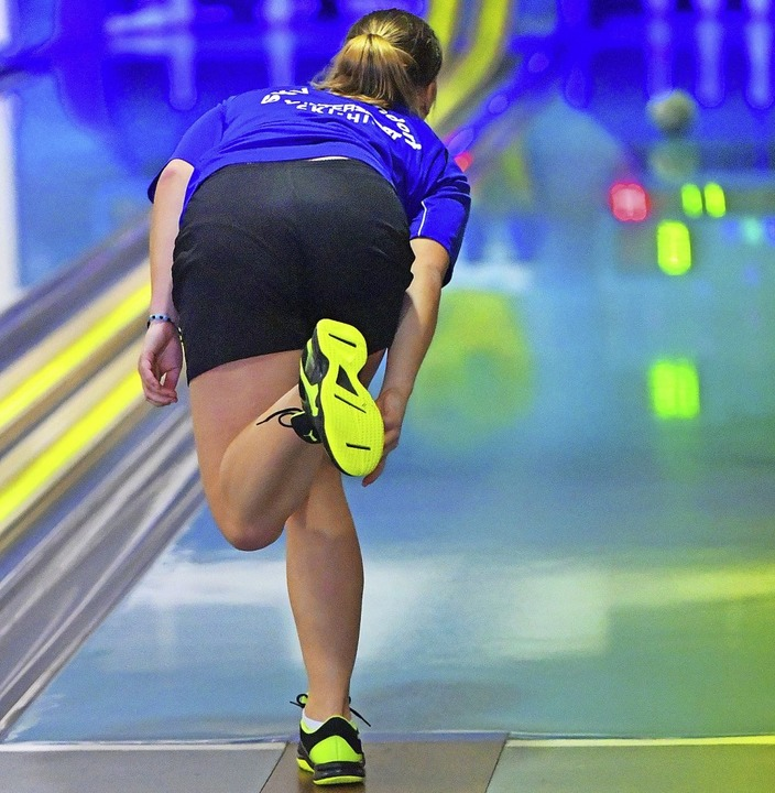 Hochkonzentriert: Kegeln ist Präzisionssport.  | Foto: wolfgang scheu
