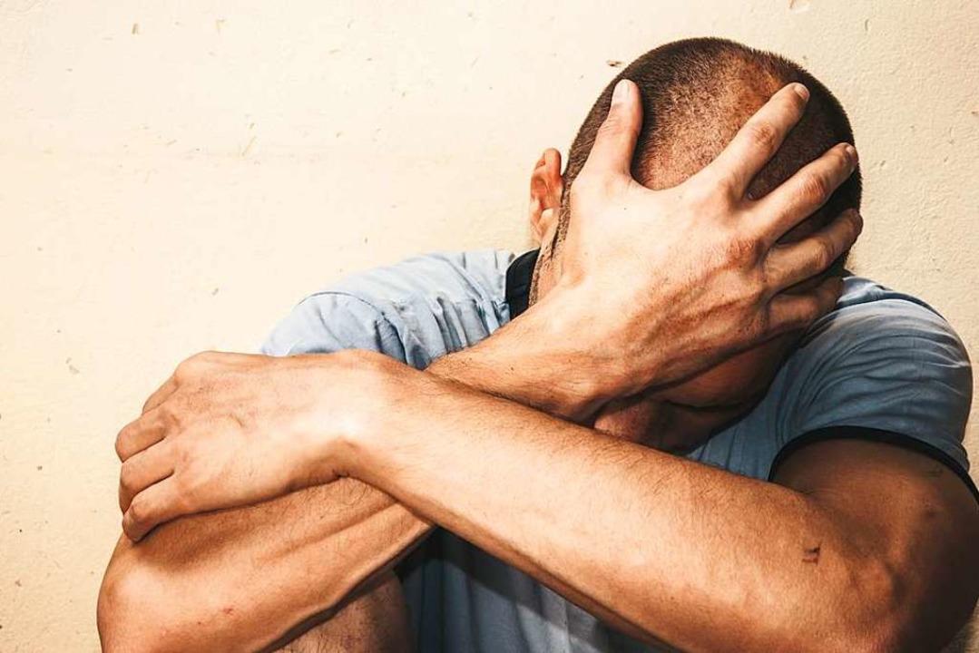 Auch Männer werden häufig Opfer von häuslicher Gewalt (Symbolbild).  | Foto: Srdjan Randjelovic