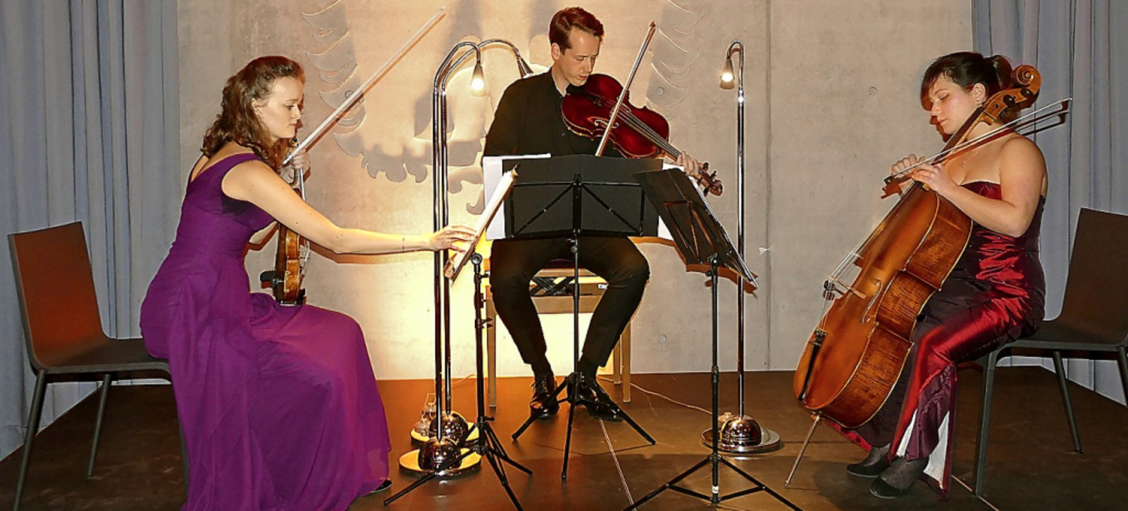 Ein beeindruckendes Konzert boten Hann...hie Herr (Violoncello) in Oberbergen.   | Foto: Frank Kreutner