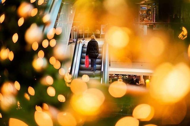 Die Deutschen kaufen vor Weihnachten ein wie nie