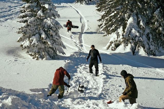"""Die Snowboardcrew """"Kartoffelpack"""" dreht Film an ungewöhnlichen Orten im Schwarzwald"""