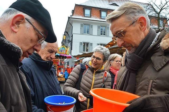 Die BZ ist auf dem Lörracher Weihnachtsmarkt mit einer Tombola vertreten