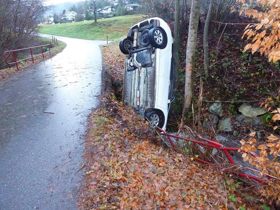 Auto in auswegloser Lage.    Foto: Polizei