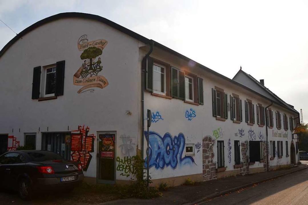 Obwohl der Investor das Haus verfallen...m Verkauf eine satte Rendite erzielen.  | Foto: Kathrin Blum