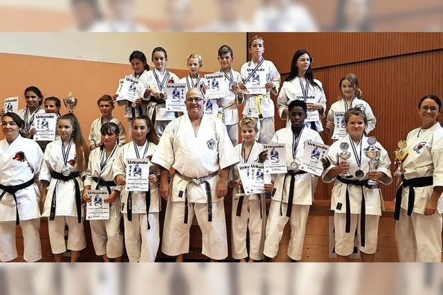 Medaillenregen für die Wiesentäler Karateka