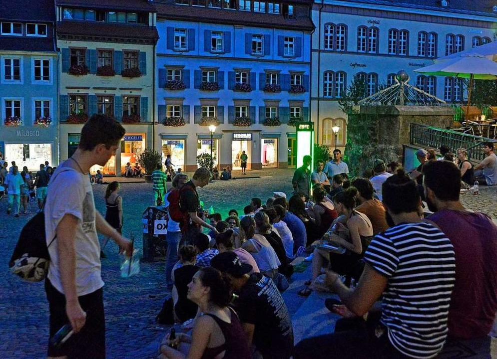Ein Gutachten ergab, dass die Menschen...nachts viel zu laut sind (Archivbild).  | Foto: Michael Bamberger