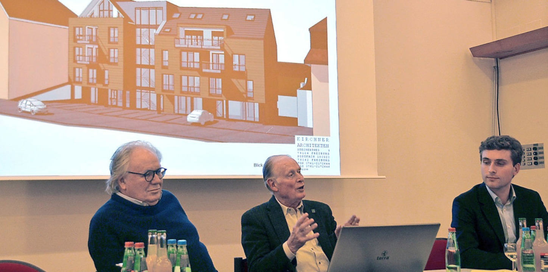 Architekt Hans-Rudolf Kirchner und Bau...meister Adrian Probst (von links) vor.  | Foto: Christiane Sahli