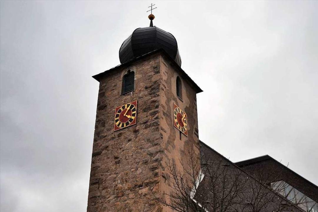 Der Schluchseer Kirchturm wurde um 127...wundertätige Gewand kranke Pilger an.   | Foto: Friedbert Zapf