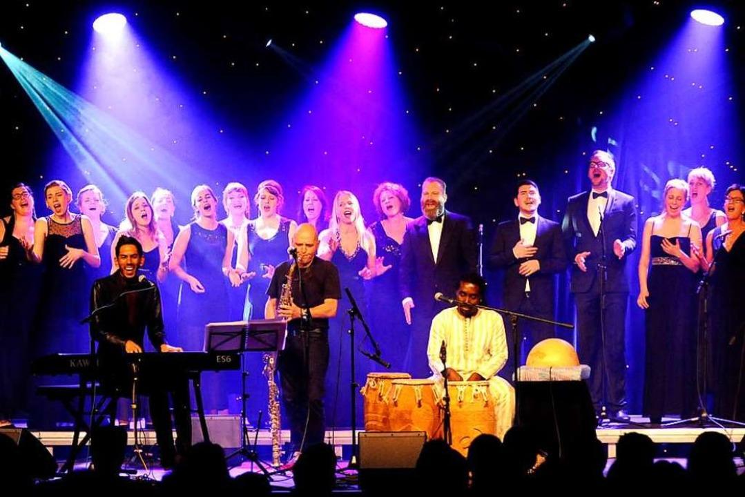 Der Chor Soul Family, hier bei einem A...ember, sein Winterkonzert in Freiburg.  | Foto: Markus Zimmermann