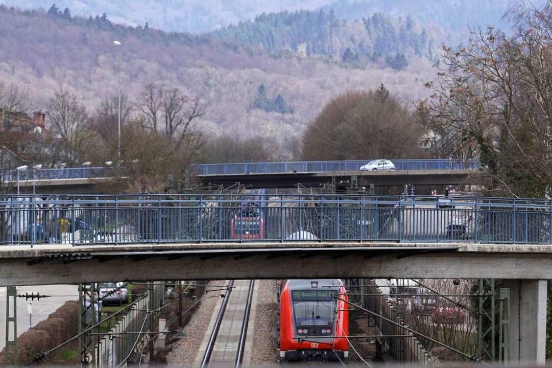 Begegnungsverkehr: Züge auf der Rheint...hnhöfen Emmendingen und Kollmarsreute.  | Foto: Patrik Müller