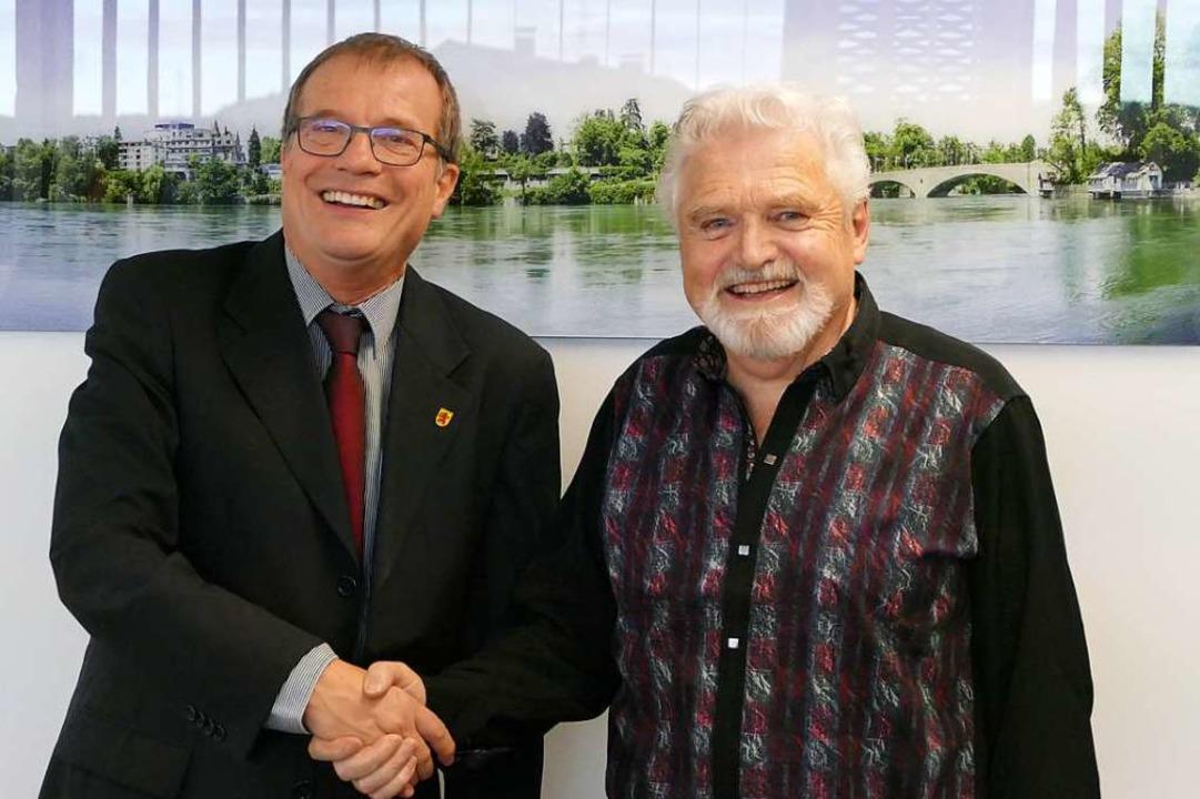 Die Zukunftsperspektive steht: Karl Löffler (rechts) und OB Klaus Eberhardt  | Foto: Ingrid Böhm-Jacob