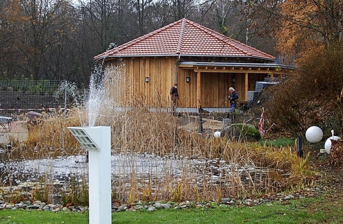 Mitten im idyllischen Park liegt die neue Eventsauna des Laguna.   | Foto: Frey