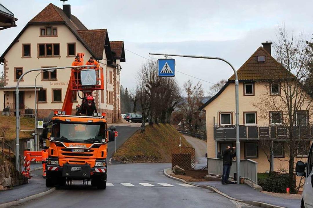 Der neue Zebrastreifen bei der Bushaltestelle.  | Foto: Gert Brichta
