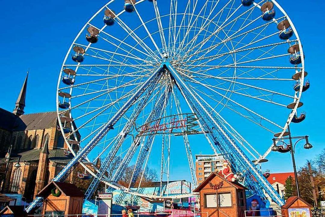 Das größte Riesenrad der Schaustellerf...tsmarkt in Rostock. Es misst 38 Meter.  | Foto: privat