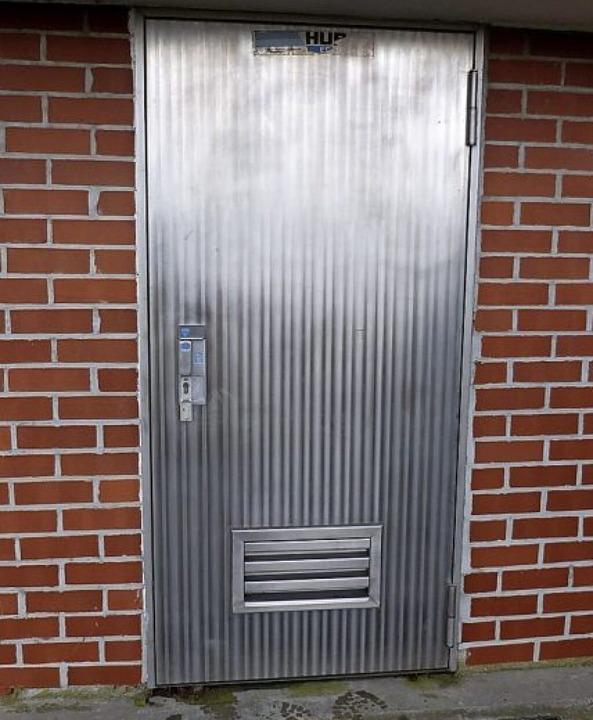 Die Tür ist mit einer Alarmanlage gesichert.  | Foto: Presse AG