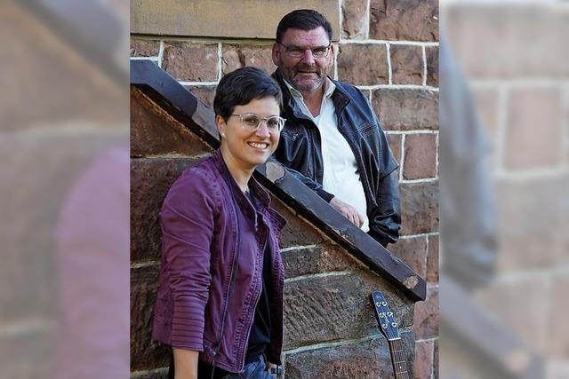 Julia Schraudolph und Ulli Bohnert präsentieren heitere Songs und Geschichten