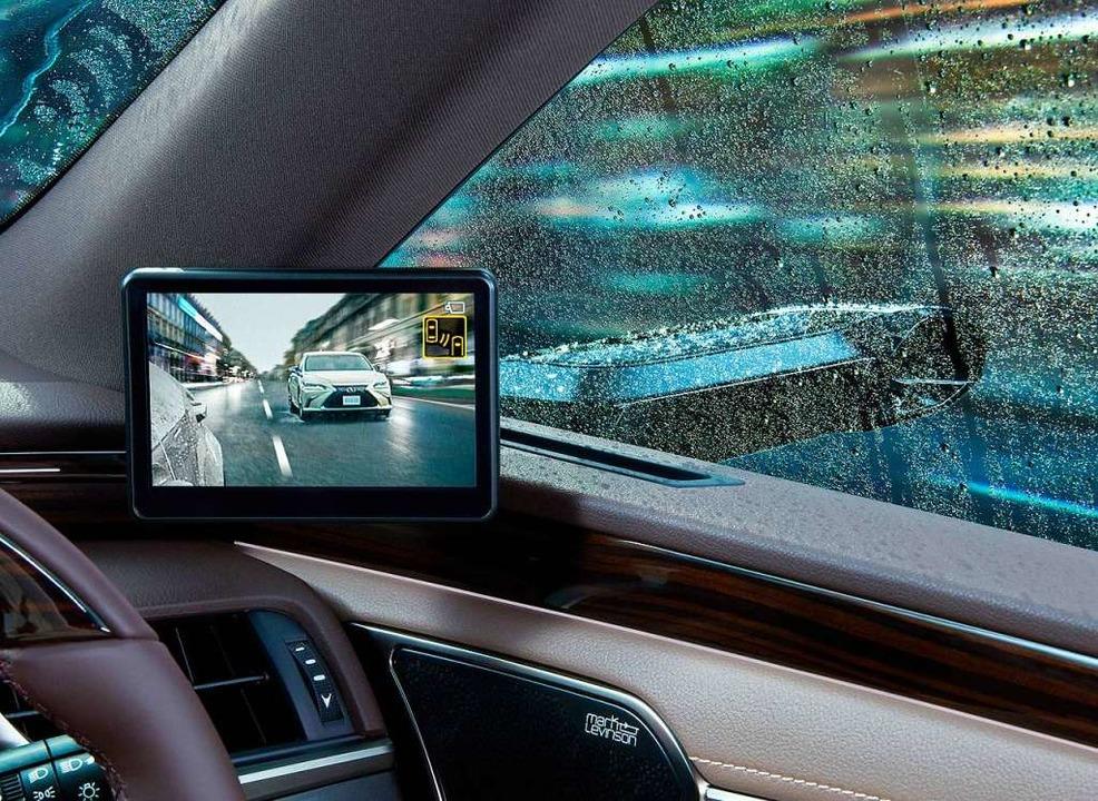 Statt Außenspiegel senden beim Lexus E...g auf einen  Bildschirm im Innenraum.     Foto: Lexus