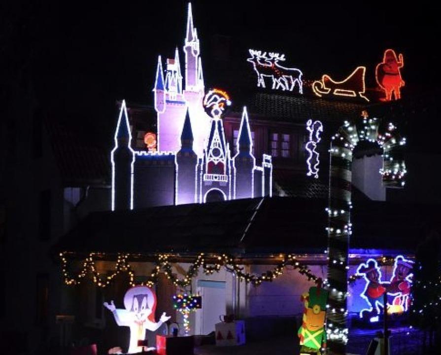 Disneyland in Attlisberg: Tausend LED-...verzaubern hier jährlich Jung und Alt.  | Foto:  Sarah Trinler