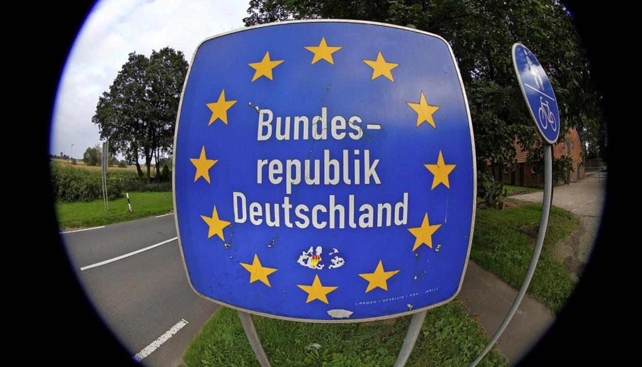 Die Grenze soll durchlässiger werden f...he Fachkräfte – etwas zumindest.  | Foto:  DPA