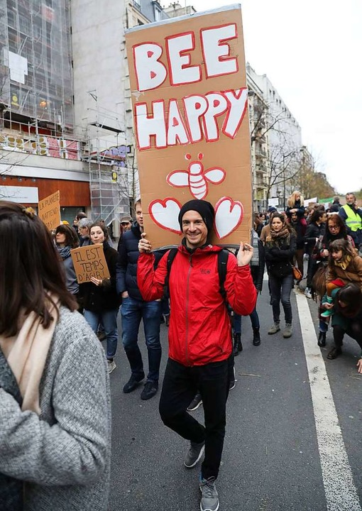 Friedliche Demonstranten in Paris    Foto: AFP