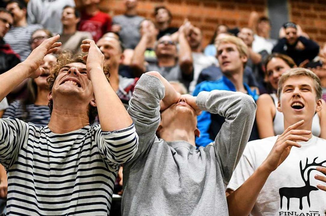 Emotionen pur. Die Zuschauer in der Burdahalle litten mit ihrer Mannschaft.  | Foto: Patrick Seeger