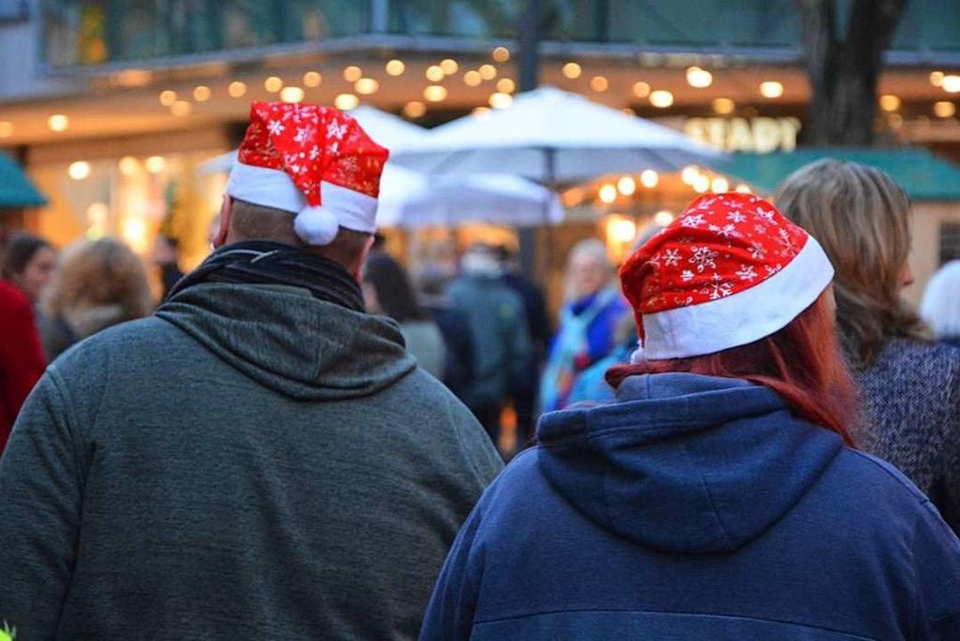 Beim Bummel über den Weihnachtsmarkt wird einem warm ums Herz.    Foto: Barbara Ruda