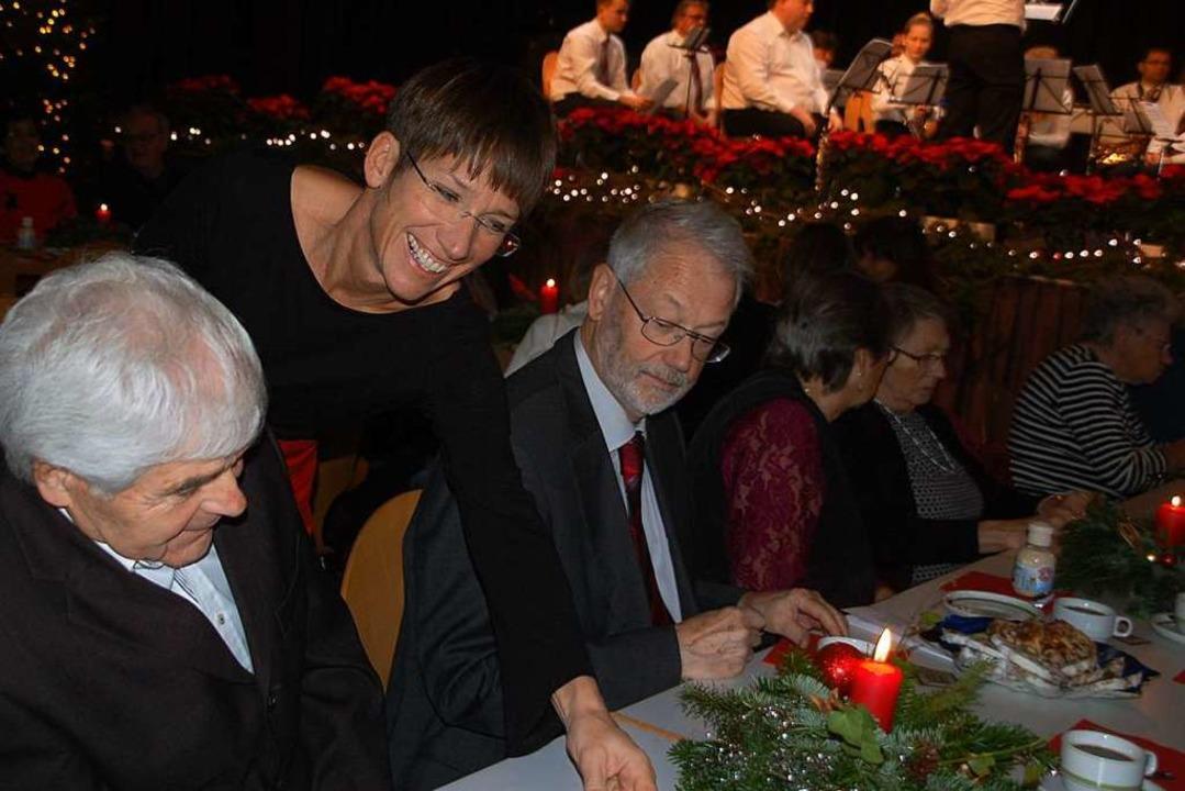 Ein  Fest, organisiert von vielen ehre...ein Rheinfelden der AWO im Bürgersaal.  | Foto: Petra Wunderle