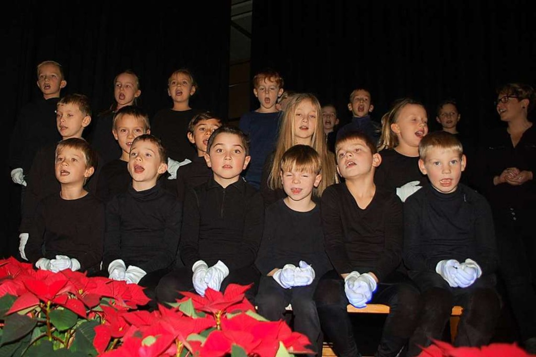 Schüler aus Degerfelden führten die Weihnachtsgeschichte auf.  | Foto: Petra Wunderle