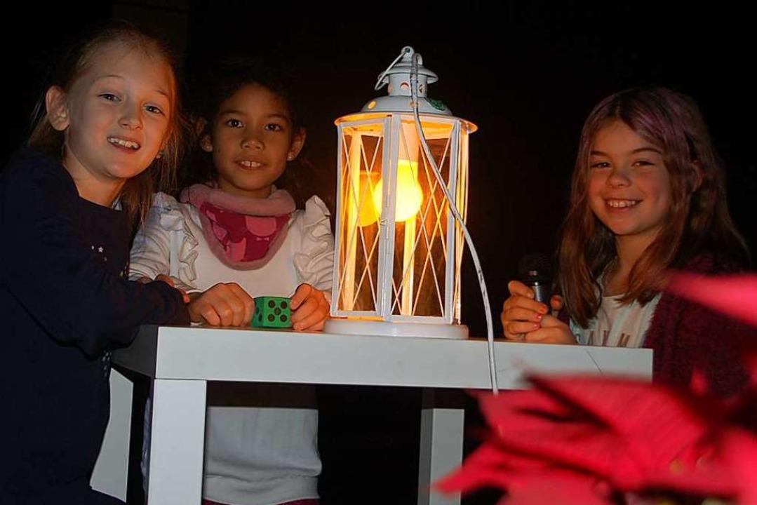 Schüler der Fridolinschule Degerfelden...hnachtsgeschichte auf moderne Art auf.  | Foto: Petra Wunderle