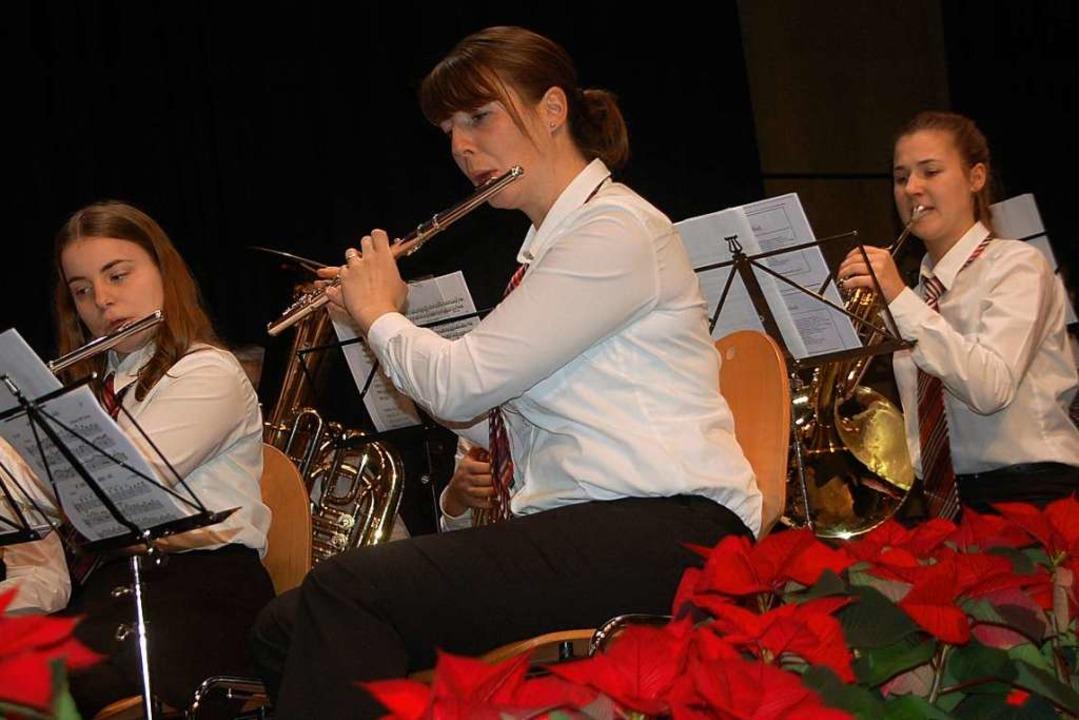Der Musikverein Karsau spielte weihnachtliche Melodien.  | Foto: Petra Wunderle