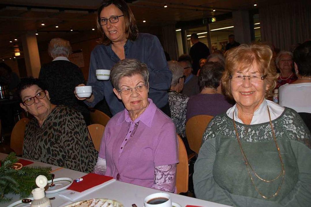 Rührig sorgten sich die AWO-Mitarbeiter um das Wohl der Gäste.  | Foto: Petra Wunderle