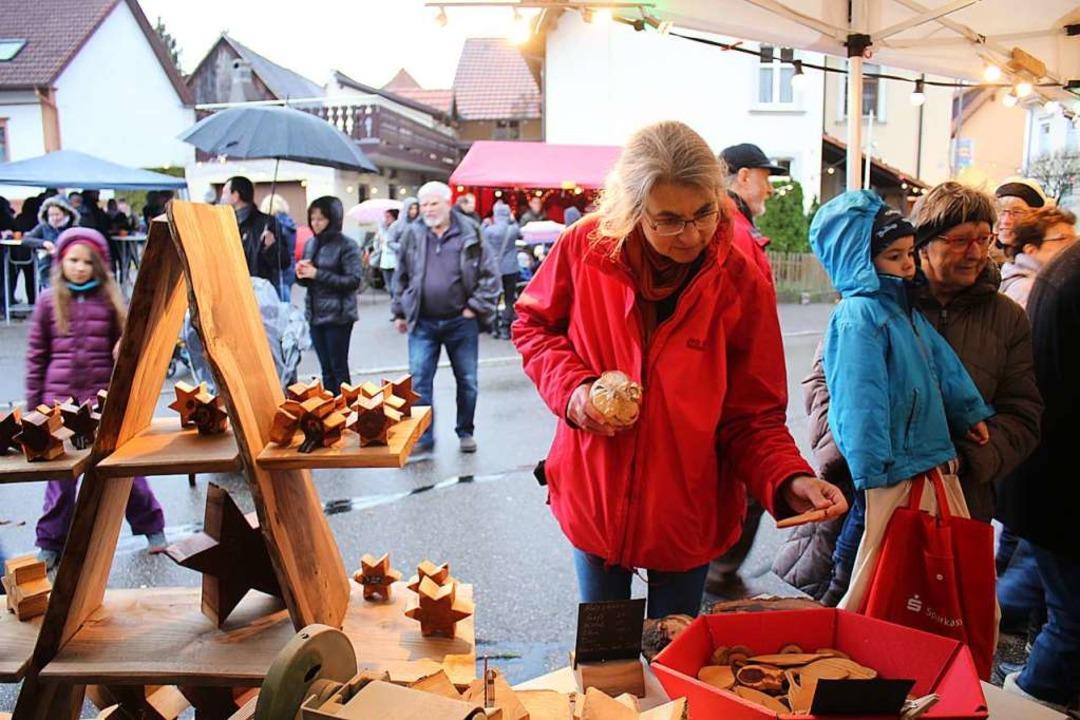 Die Besucher ließen sich vom Regen kaum schrecken.    Foto: Anja Bertsch