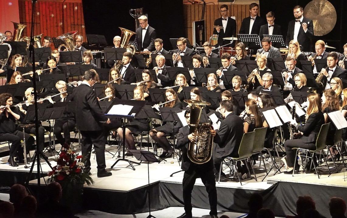 Begeisterndes Abschiedskonzert der Sta...agner-Shibata als Solist an der Tuba.   | Foto: Ilona Hüge